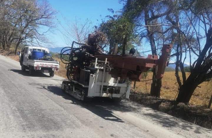 Photo of Maquinaria daña carretera que hace poco fue asfaltada por Conavi