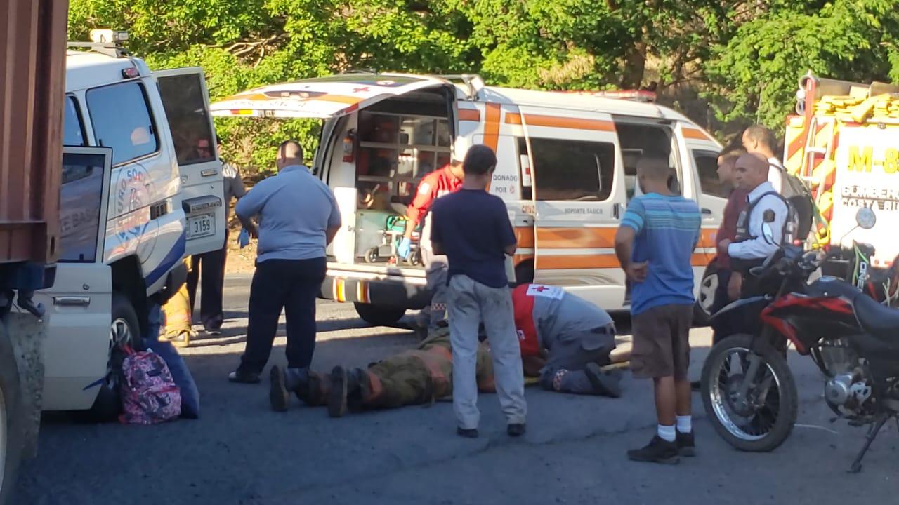 Photo of Cinco personas trasladadas en colisión de ambulancia de la caja con tráiler